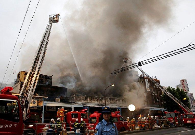 Пожар на рыбном рынке Цукидзи в Токио в Токио