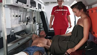 Дарина П. (справа) и Георгий М., пострадавшие в результате взрыва боеприпасов на складе Министерства обороны Абхазии в поселке Приморский
