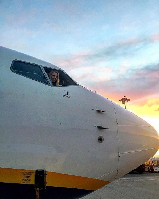 Мастер-класс по селфи от обаятельной блондинки-пилота Ryanair