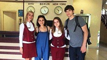 Мила Кунис и Эштон Катчер посетили Черновцы