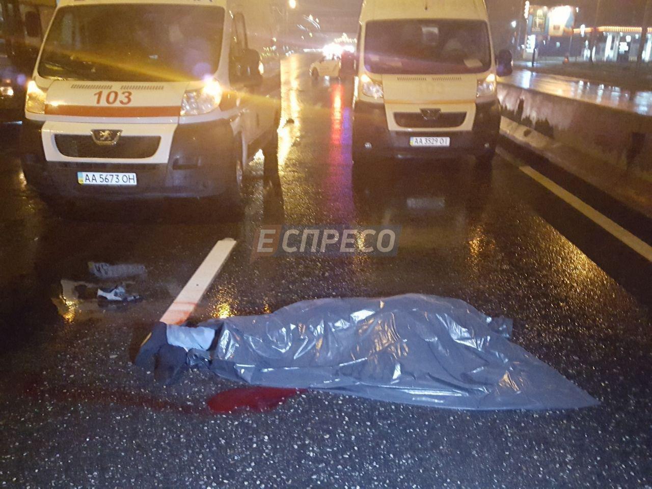 ВКиеве VW сбил водителя троллейбуса