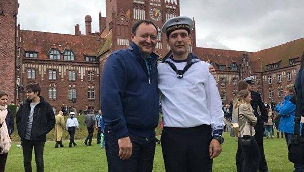 Сын главы Запорожской ОГА Константина Брыля - курсант немецкого военно-морского училища в Мюрвике. На фото: отец и сын