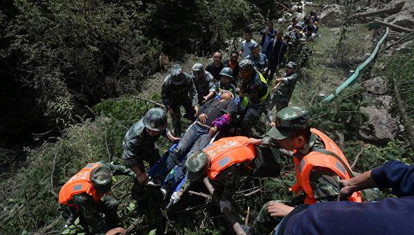 Землетрясение в КНР : погибли поменьшей мере  19 человек, включая туристов