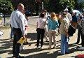 Группа людей митингуют под ПАО Киевэнерго