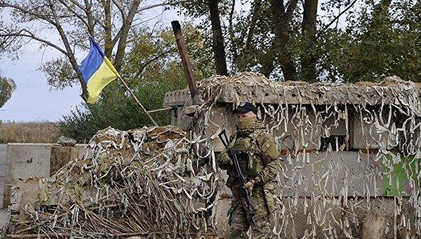 Украинский военный в Донбассе. Архивное фото