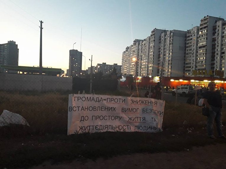 Перекрытие улицы Ревуцкого на киевских Позняках из-за строительства АЗС, 9 августа 2017