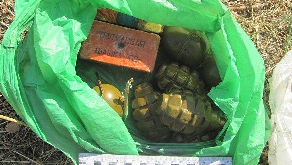 На окраине Лисичанска обнаружили пакет с гранатами и тротилом