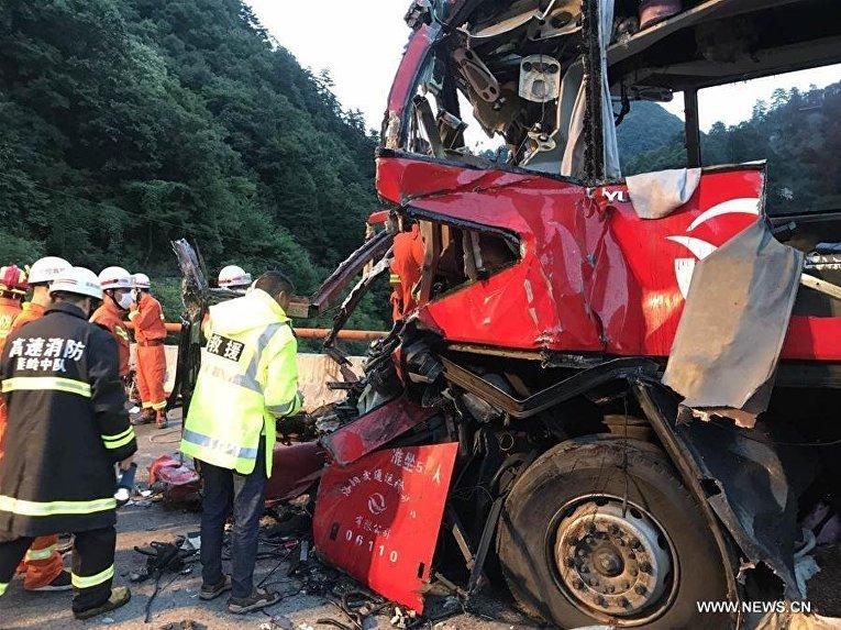 В КНР автобус врезался встену туннеля, 36 человек погибли
