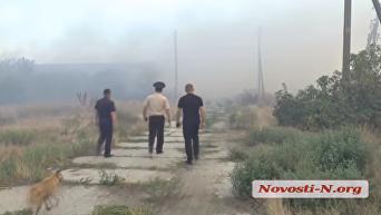 Сильный пожар под Николаевом: огонь перекинулся на птицефабрику. Видео