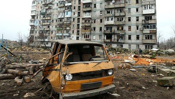 Дом в центре Донецка, пострадавший в результате обстрелов