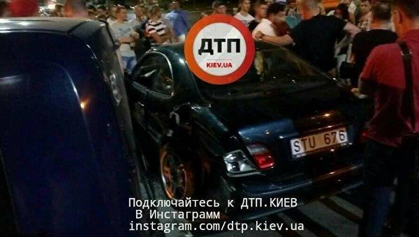 Под Киевом цыгане спровоцировали ДТП