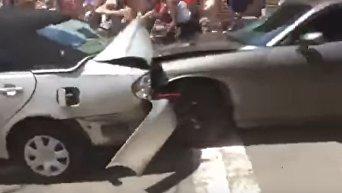 Появилось шокирующее видео наезда автомобиля на толпу в Виргинии