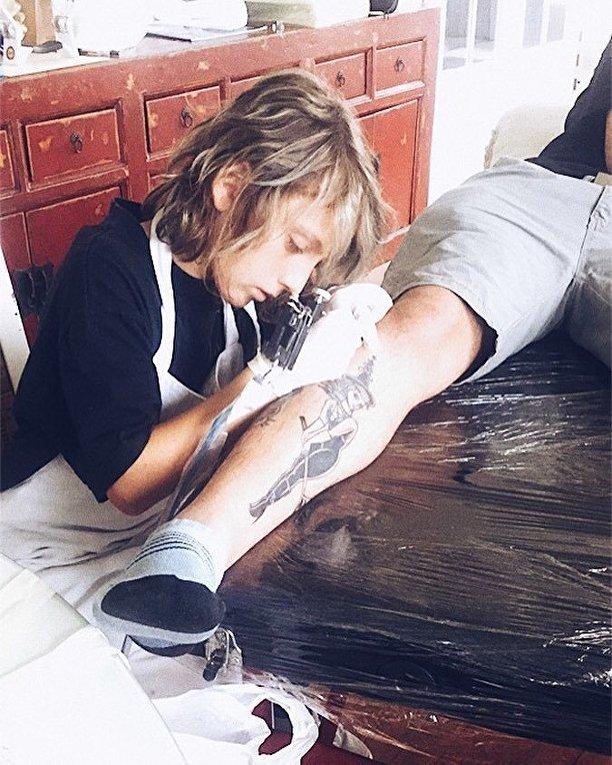 Юный татуировщик