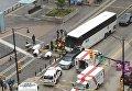 В канадском Ванкувере туристический автобус заехал на тротуар и врезался в толпу прохожих