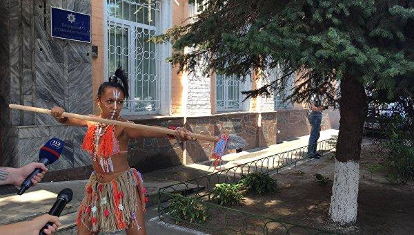 «Украинская людоедка». ВКиеве активистка Femen явилась надопрос скопьём