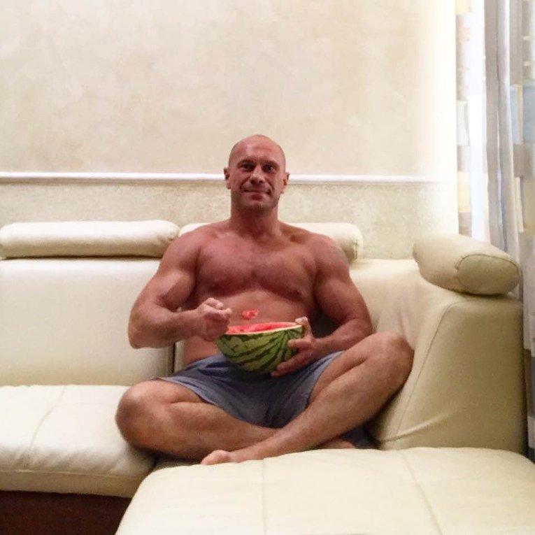 Илья Кива с херсонским арбузом.