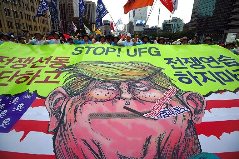 Карикатура на президента США Дональда Трампа в Сеуле