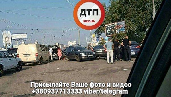ВКиеве нетрезвый шофёр протаранил 5 авто