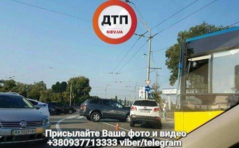 Встолице шофёр, убегая от милиции, устроил массовое ДТП