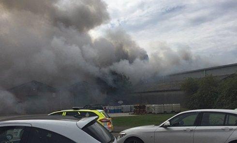 Пожар в ангаре близ аэропорта Саутенд в Лондоне