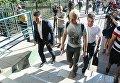 Председатель правления Центра противодействия коррупции Виталий Шабунин возле Днепровского отделения полиции