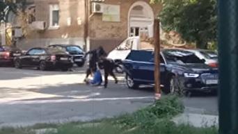 Разбой по-киевски. На видео попал момент нападения на бизнесмена. Видео