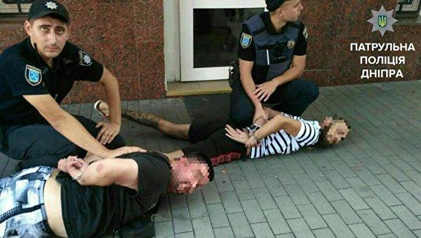 Неизвестные активисты блокировали помещение здания полиции в Днепре