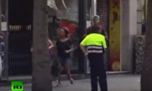 Очевидец о теракте в Барселоне. Видео