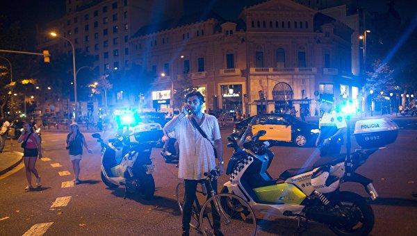 ВБарселоне автомобиль сбил 3-х полицейских