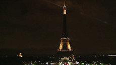 Эйфелева башня погасила огни в память о погибших в Барселоне