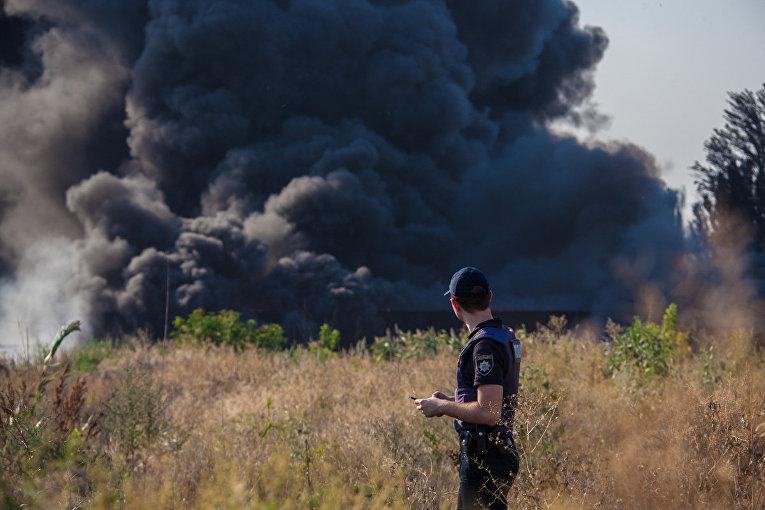 Масштабный пожар со взрывами на Мирном