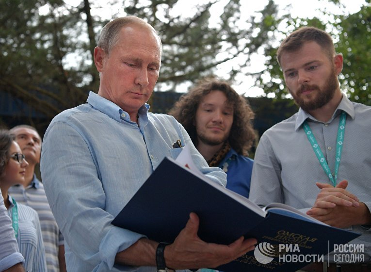 Рабочая поездка президента РФ В. Путина в Крым