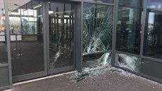 На месте инцидента в международном аэропорту Кеблавик в 50 километрах от столицы Исландии
