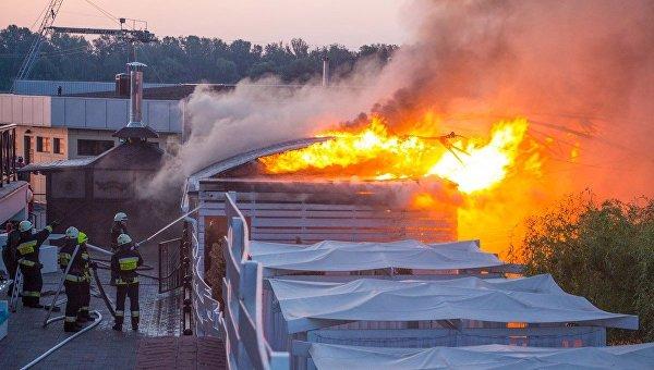 На месте пожара в аквапарке Днепра