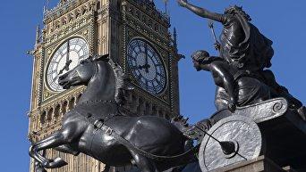 Статуя Боадицея и её дочери возле Вестминстерского дворца в Лондоне