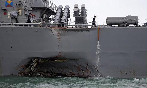 Танкер врезался в эсминец США Джон Маккейн возле Сингапура