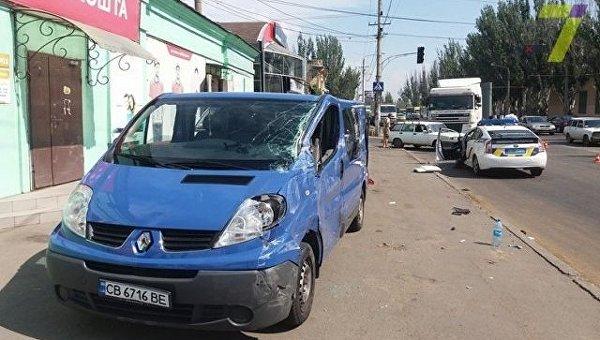 ВОдессе автомобиль вылетел наобочину: три человека в клинике