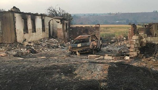 Последствия пожара в селе Новокаменка Донецкой области