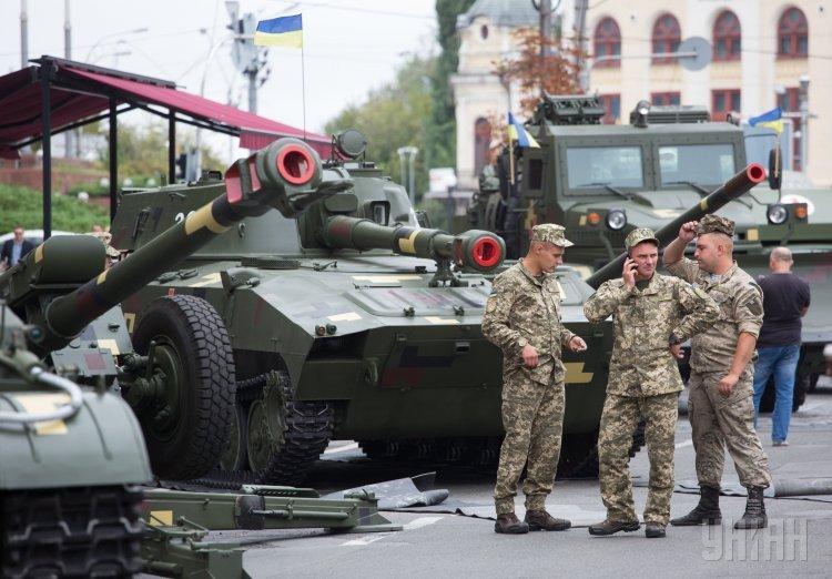 Появилось видео выставки военной техники наКрещатике, сделанное свысоты птичьего полета