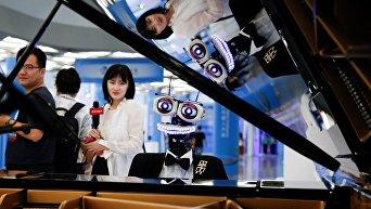 Робот-пианист Teo Tronico на Всемирной конференции роботов 2017 года в Пекине