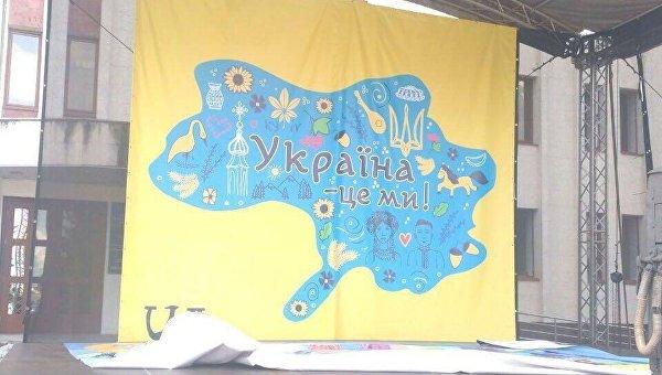В Броварах установили сцену с картой Украины без Крыма и части Донбасса