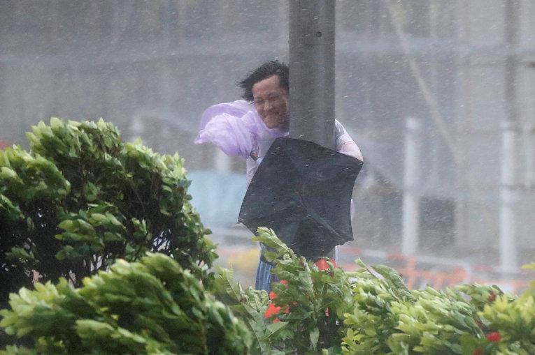 Три человека погибли, ещё двое пропали без вести в специальном административном районе Китая Макао, на который в среду обрушился мощнейший тайфун Hato