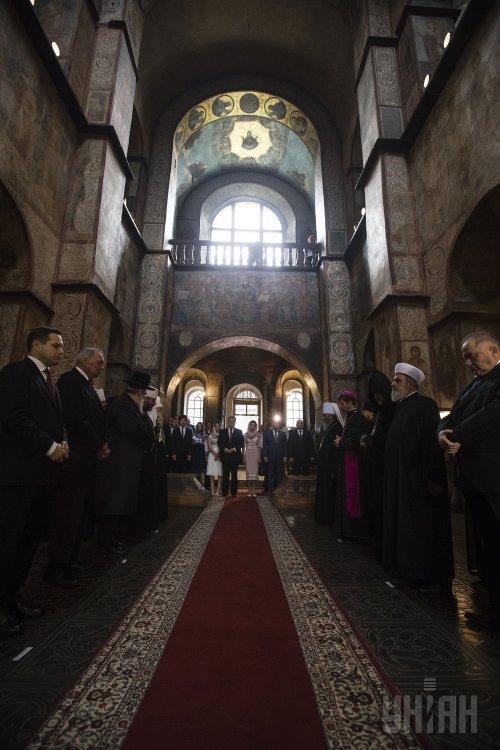 Молебен за Украину в День Независимости в Софийском соборе