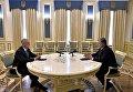 Мэттис и Порошенко на встрече в Киеве. Архивное фото