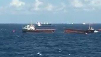 Сухогруз, перевозивший товары в Крым, раскололся пополам в проливе Босфор. Видео