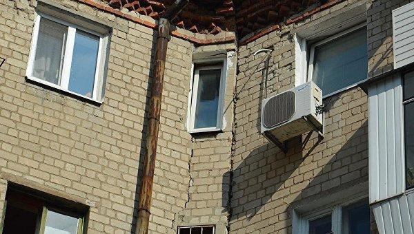 В Днепре разваливается жилой дом