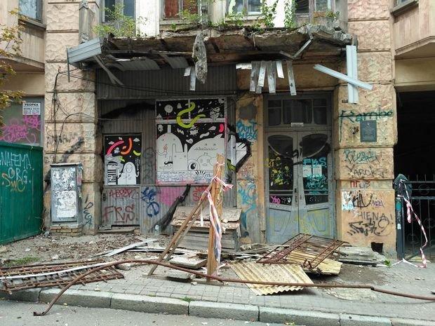 В центре Киева у памятника архитектуры обвалился балкон