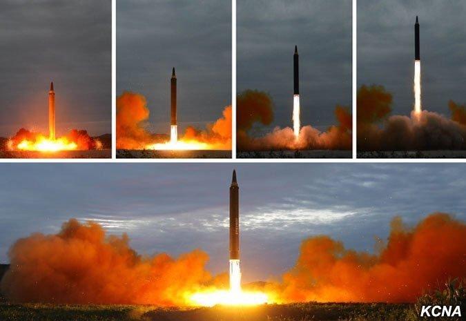 Запуск межконтинентальной баллистической ракеты Hwasong-12