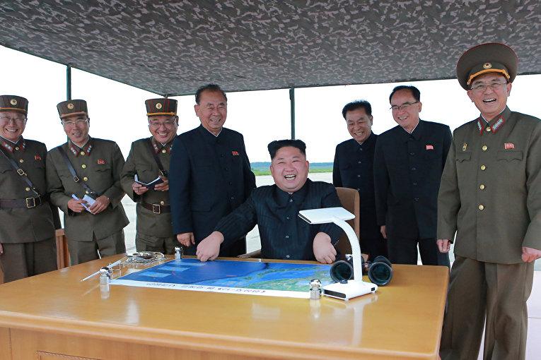 Ким Чен Ын инспектирует запуск ракеты