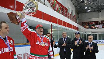Лукашенко поучаствовал в Республиканских соревнованиях среди любителей хоккея
